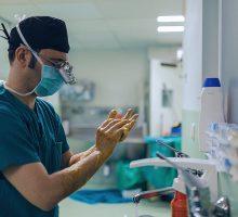 Dr-Polo-Cirujano-de-mano-018